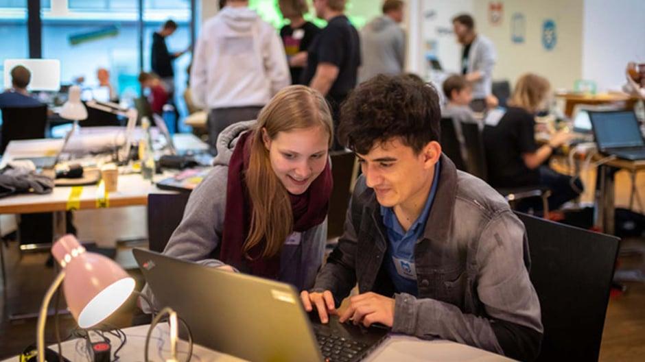 Mentor innen_CC BY 4.0 Jugend hackt, Foto Leonard Wolf 1
